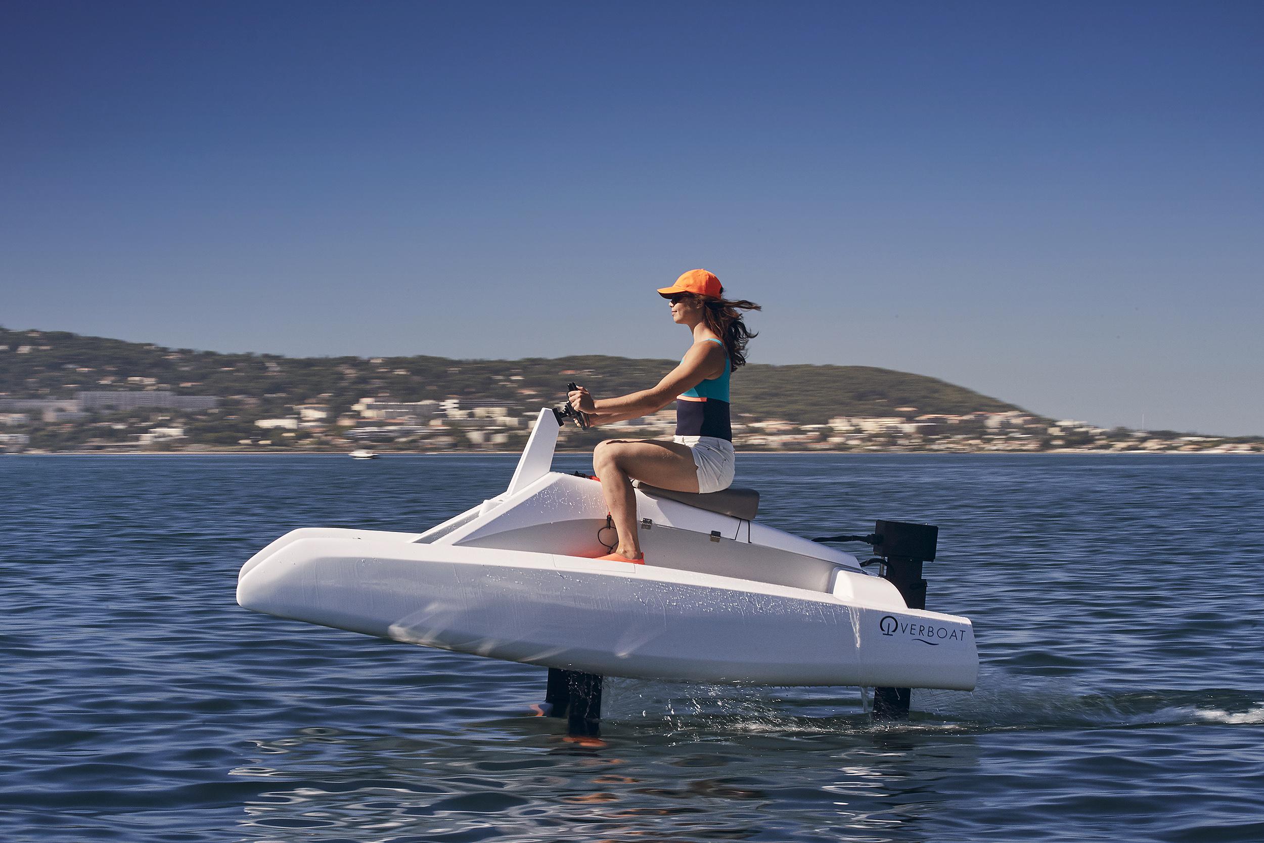 overboat en navigation avec fille